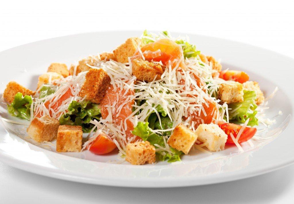 рецепты салата цезарьиз семги с фото